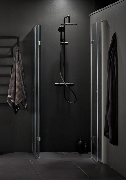 Vikbara duschväggar hafa